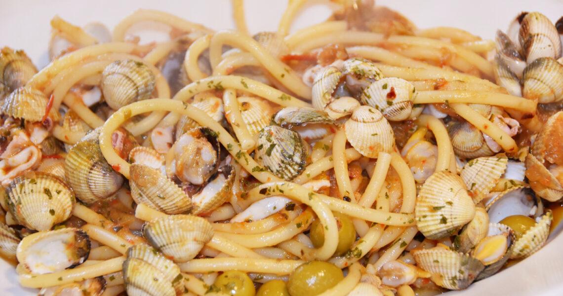 spaghetti with vegetable sauce and sea food